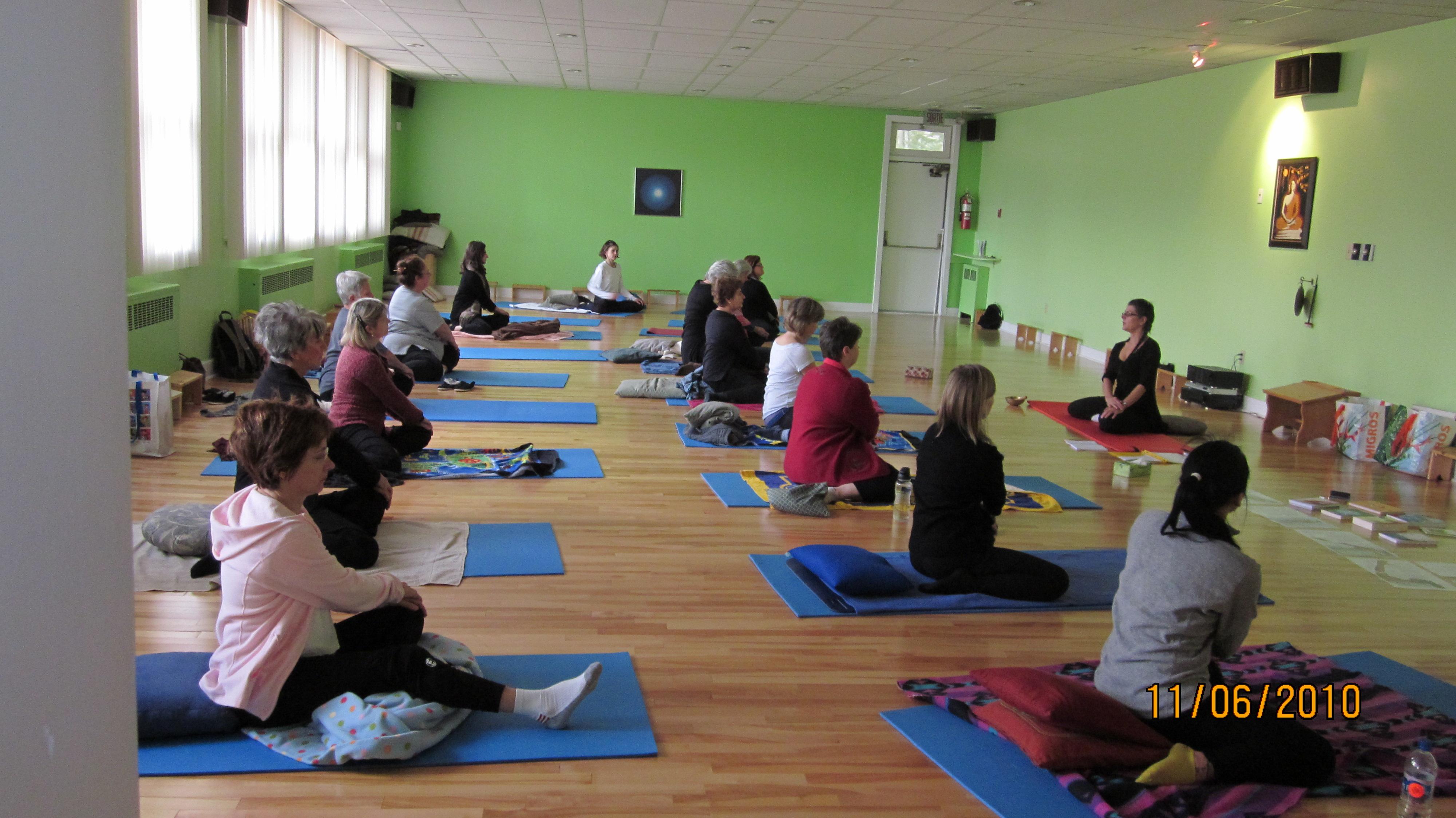 yoga tao ste centre de yoga sainte foy. Black Bedroom Furniture Sets. Home Design Ideas